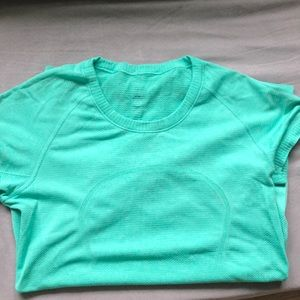 Lululemon size 6 swiftly speed short sleeve tee